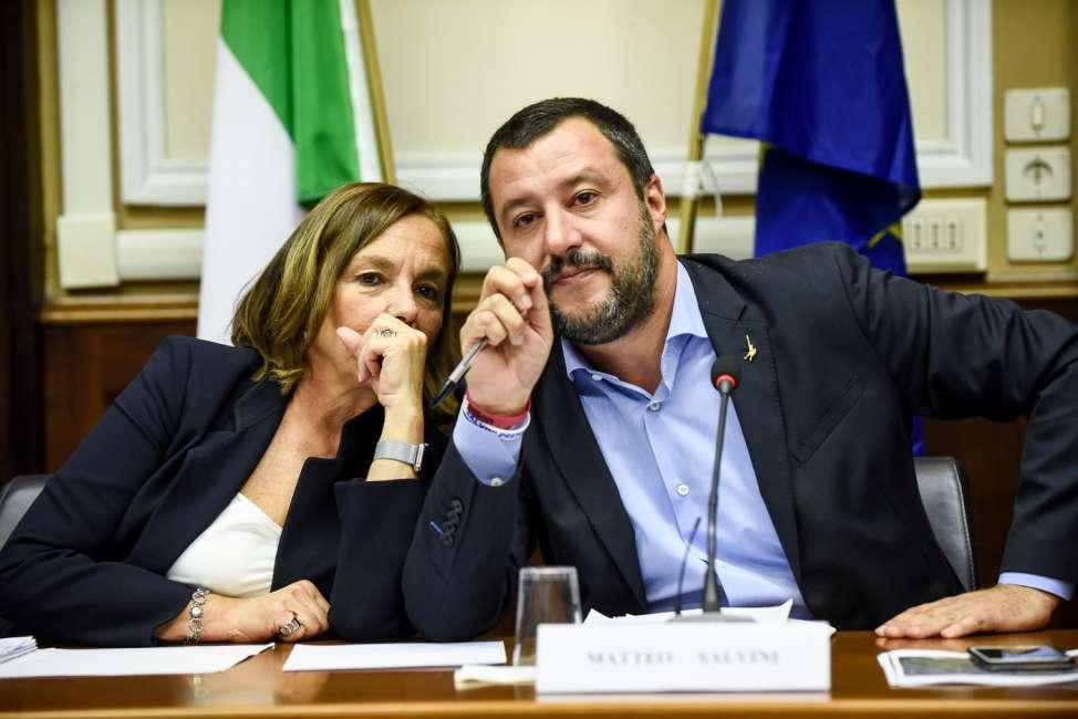 """Il Ministro Lamorgese studia da """"Sceriffo delle Droghe"""" copiando Salvini: """"Carcere anche per spaccio di piccole quantità"""""""